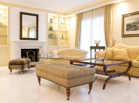 Фотографии гостиницы: Classic Lux Apt, Athens Riviera
