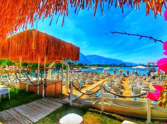 Photos de l'hôtel: Golden Sand Beach Club & Caravan Holidays
