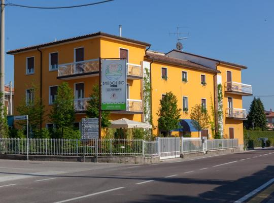 Hotel fotografií: Hotel Bardolino