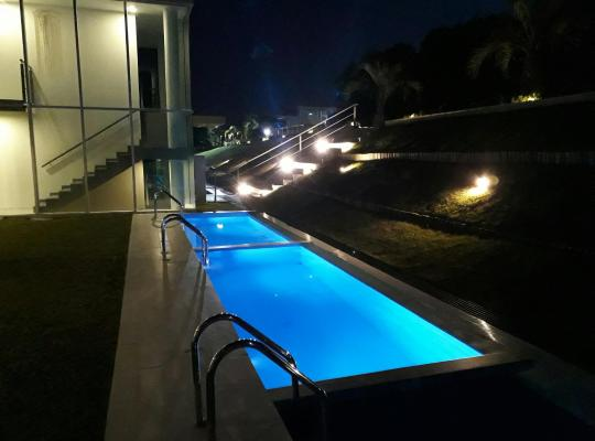 """Hotel photos: Edificio """"Bahia"""" Punta Ballena."""