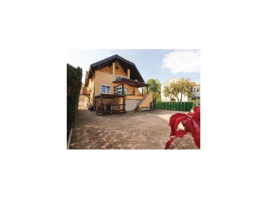 ホテルの写真: Two-Bedroom Apartment in Samobor