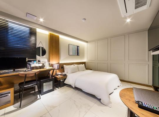 Hotel photos: Plum Hotel