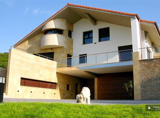 Fotos de Hotel: Stunning 4 bedroom Villa in San Sebastian (FC2278)