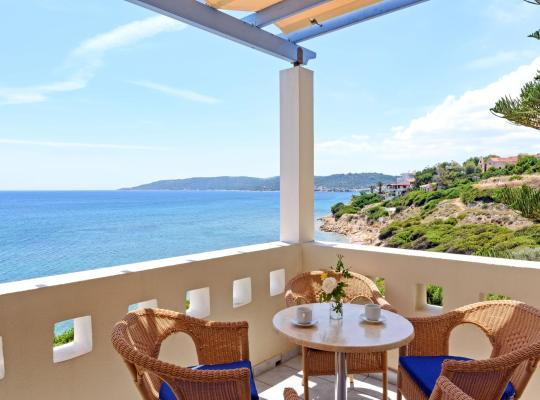 Фотографии гостиницы: Sea Breeze Hotel Apartments & Residences Chios
