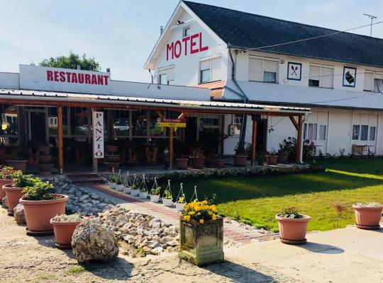 Фотографии гостиницы: Rózsás Motel