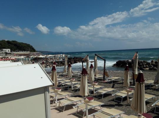 Hotel fotografií: Vista mare a Quercianella