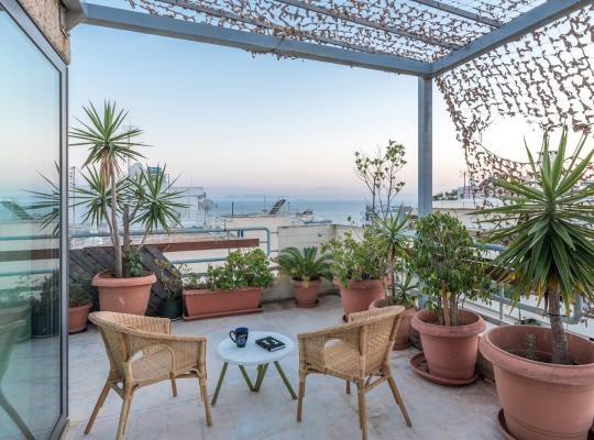 Фотографии гостиницы: Sea View Newly Refurbished Apartment