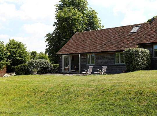 Hotel photos: Broadway Green Farm Cottages