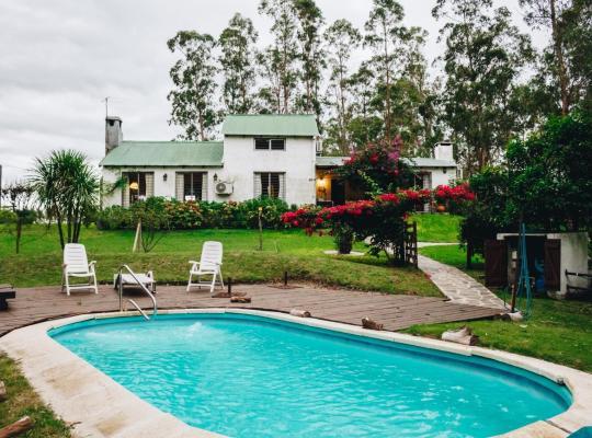 Hotel photos: Casa de campo con piscina y bosque