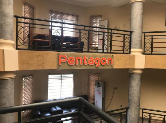ホテルの写真: Pentagon Luxury Suites