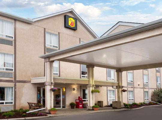 Hotel fotografií: Super 8 by Wyndham Airdrie AB