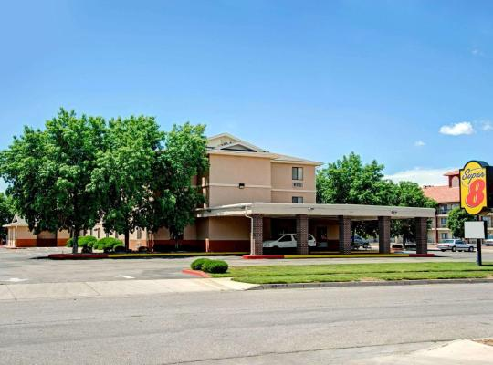 Fotos de Hotel: Super 8 by Wyndham Albuquerque West/Coors Blvd