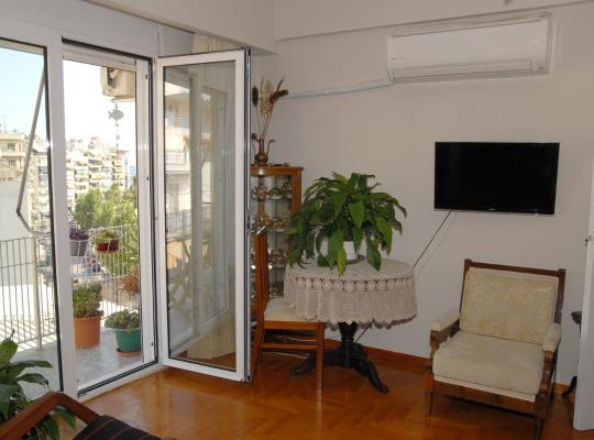 ホテルの写真: Sunny apartment near the Port