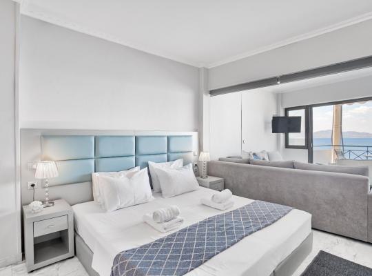 Φωτογραφίες του ξενοδοχείου: Chic, Modern Seaside Oasis in Sunny Piraeus!