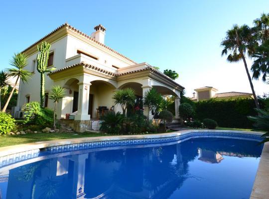 Ảnh khách sạn: Luxury Villa Close To The Beach