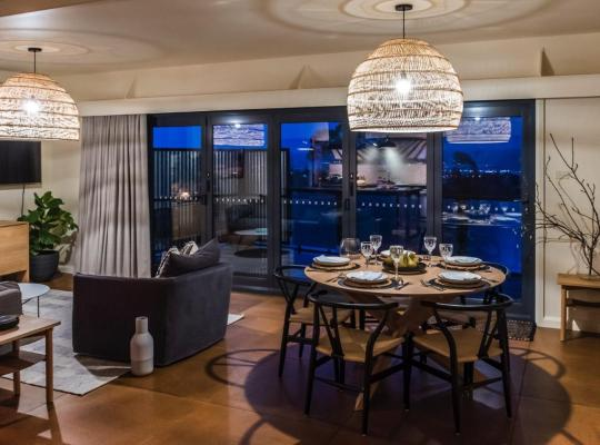 Fotos do Hotel: Industrial Luxe Townhouse - Free WiFi