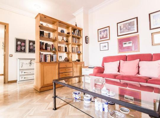 Hotel bilder: Lovely apartment near Casa de Campo & Madrid Rio