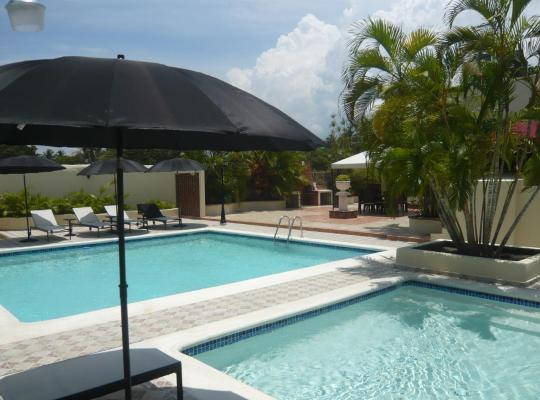 Fotos de Hotel: Luxury Villa with 2 pools and private tennis court