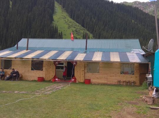 ホテルの写真: Ala-Kul guesthouse in Altyn-Arashan