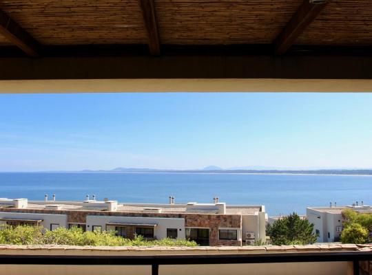 Фотографии гостиницы: Deluxe Ocean Front Apartment - Lujoso Apartamento Frente al Mar