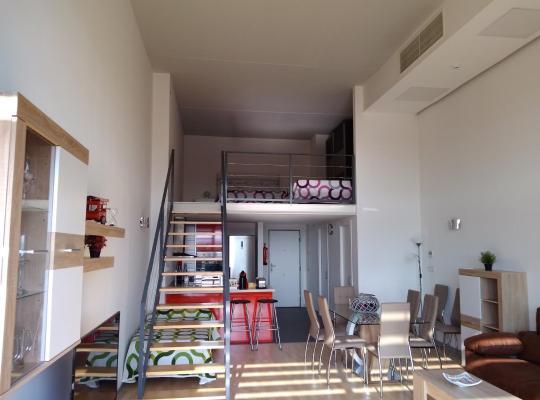 Hotel foto 's: Apartamento, Loft entero en Valencia, Parking y Wifi Gratis