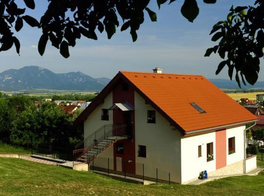 Otel fotoğrafları: Privát pod kostolom - Ubytovanie Valča