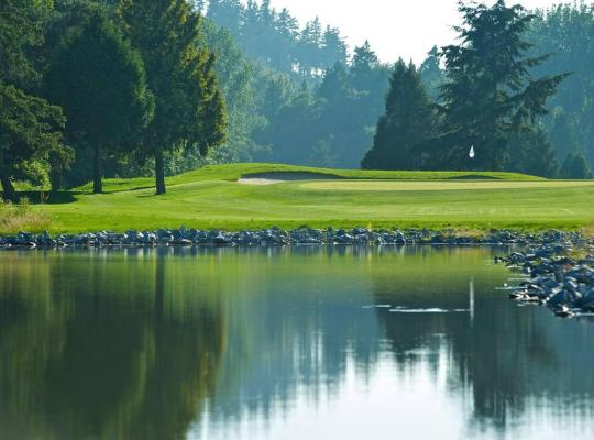 Fotos do Hotel: Brand New Beautiful Golf Course View Home 迦南雅居