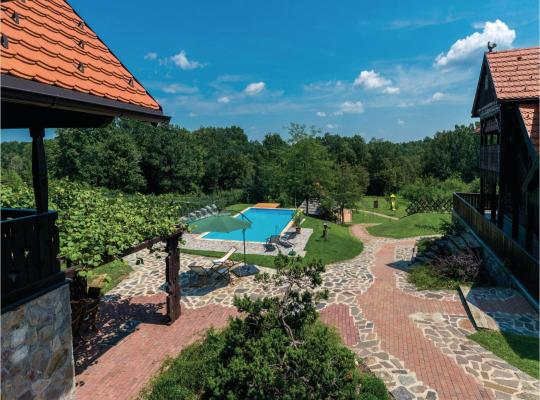 Хотел снимки: Two-Bedroom Holiday Home in Podvornica