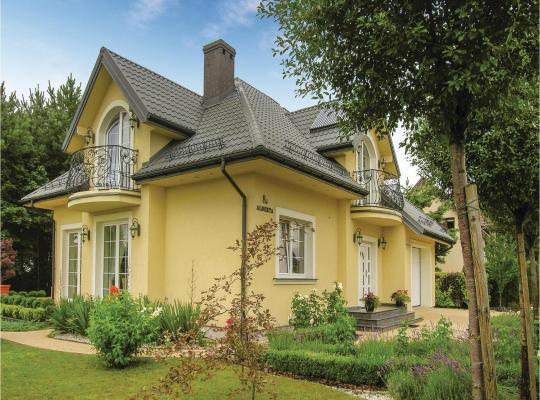 Hotel photos: Three-Bedroom Holiday Home in Ksiezyno