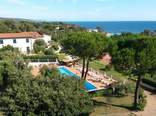 Hotel fotografií: Casa a 50 mt dal mare con piscina a Quercianella