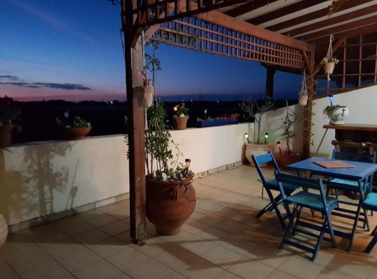 Otel fotoğrafları: Leopetro Court