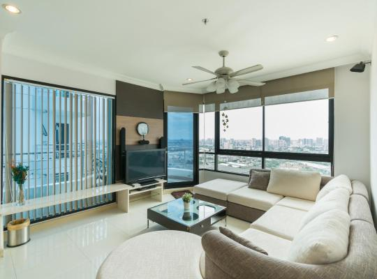 Hotel photos: Amazing 2Brs Apartment by the River near Asiatique