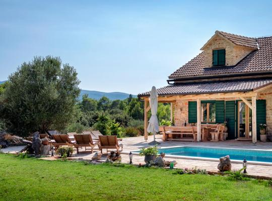 Hotel bilder: Uvala Borova Villa Sleeps 12 Pool Air Con WiFi