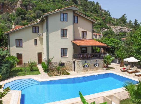 酒店照片: Turunc Villa Sleeps 24 Pool Air Con WiFi