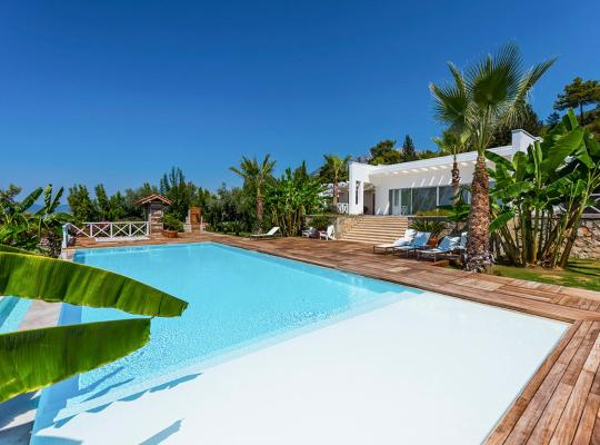 酒店照片: Uzunyurt Villa Sleeps 8 Pool Air Con WiFi