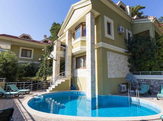 酒店照片: Turunc Villa Sleeps 11 Pool Air Con WiFi