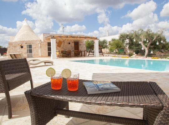 Хотел снимки: Trullo Oasi Santo Stefano - private pool
