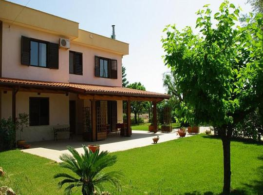 Фотографии гостиницы: Castellana Grotte Villa Sleeps 4 Pool Air Con WiFi
