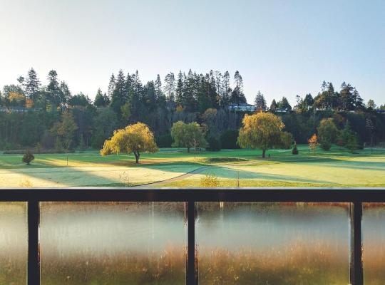 Fotos do Hotel: Brand New Golf Course View Home.