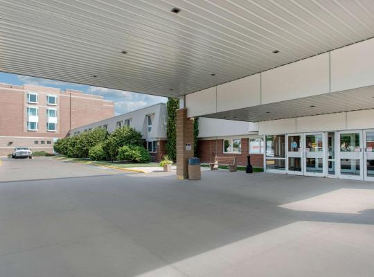 รูปภาพจากโรงแรม: Clarion Hotel & Suites