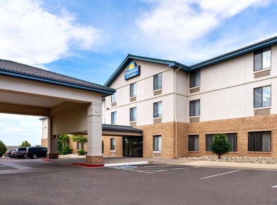 Hotel photos: Days Inn & Suites by Wyndham Denver International Airport
