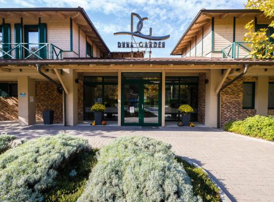 Фотографії готелю: Duna Garden Hotel