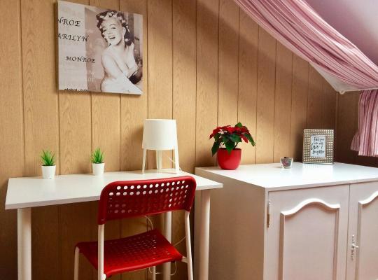 Hotel fotografií: Three single rooms in the attic