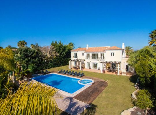 Hotel bilder: Vale do Garrao Villa Sleeps 10 Pool Air Con WiFi