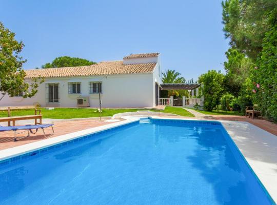 Hotel photos: Sitio de Calahonda Villa Sleeps 8 Pool Air Con WiFi