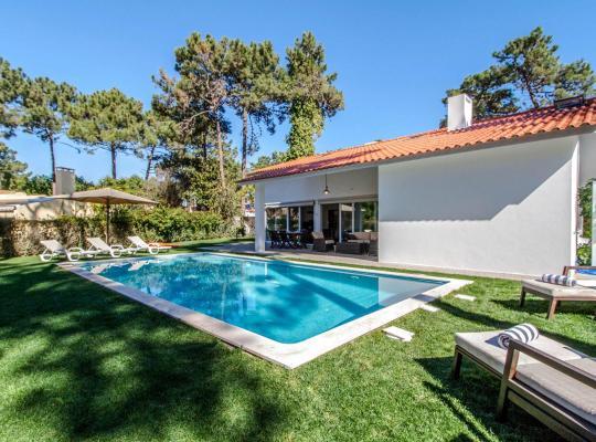 صور الفندق: Aroeira Villa Sleeps 12 Pool Air Con WiFi