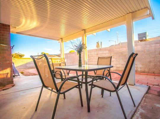 Фотографии гостиницы: Flamingo Estate - 4 Bd Luxury Las Vegas Condo