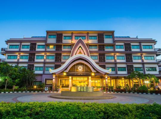 Hotel fotografií: Phanomrungpuri Hotel Buriram