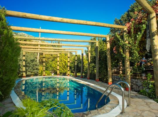 Fotos do Hotel: Bayirkoy Villa Sleeps 6 Pool Air Con WiFi