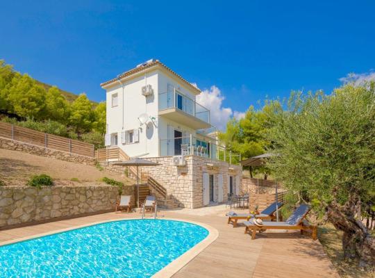 תמונות מלון: Ai Giannis Villa Sleeps 8 Pool Air Con